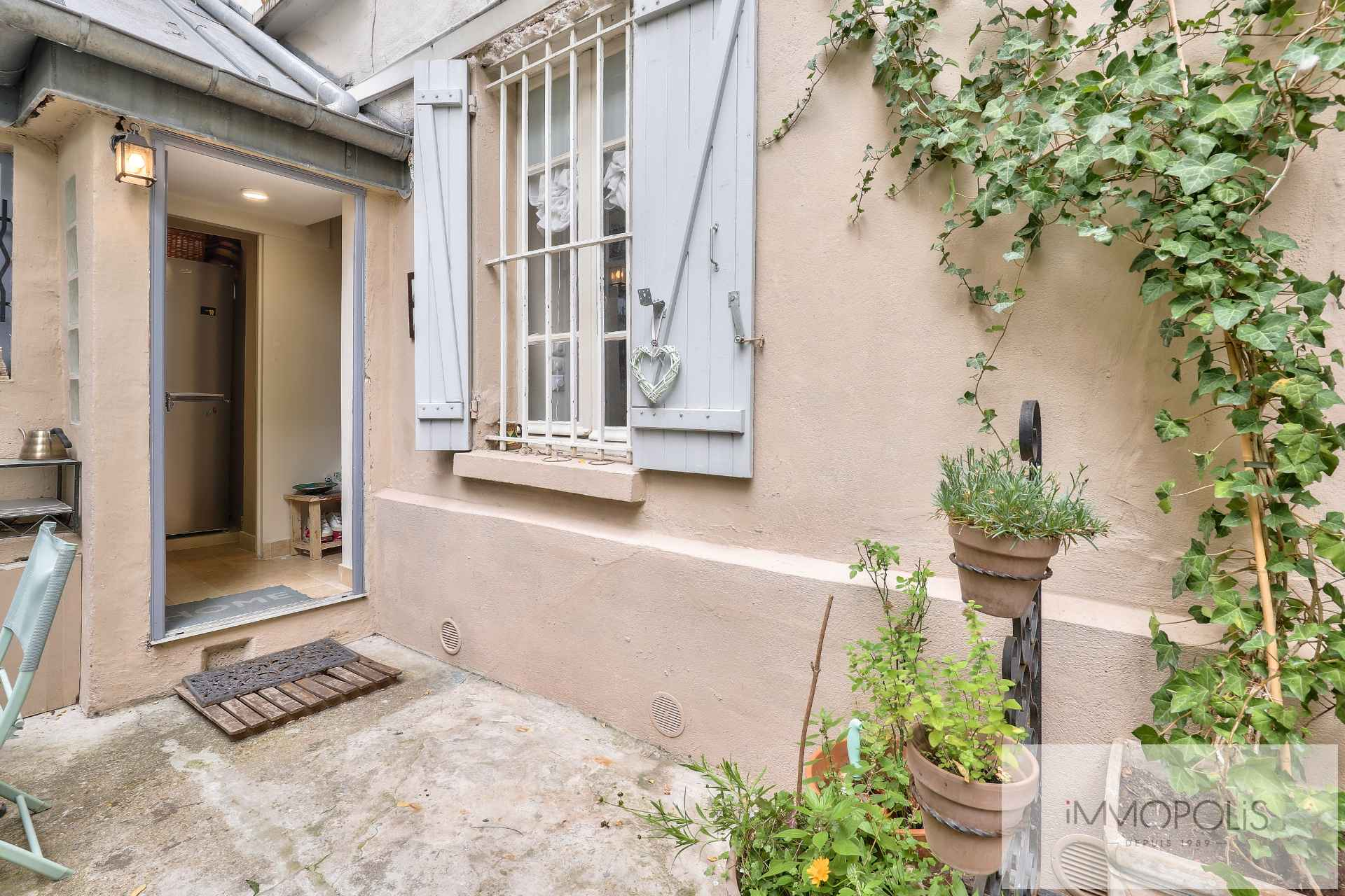 Montmartre, rue Gabrielle, beautiful 2 rooms completely renovated with stones, bricks and exposed beams: like a house! 4