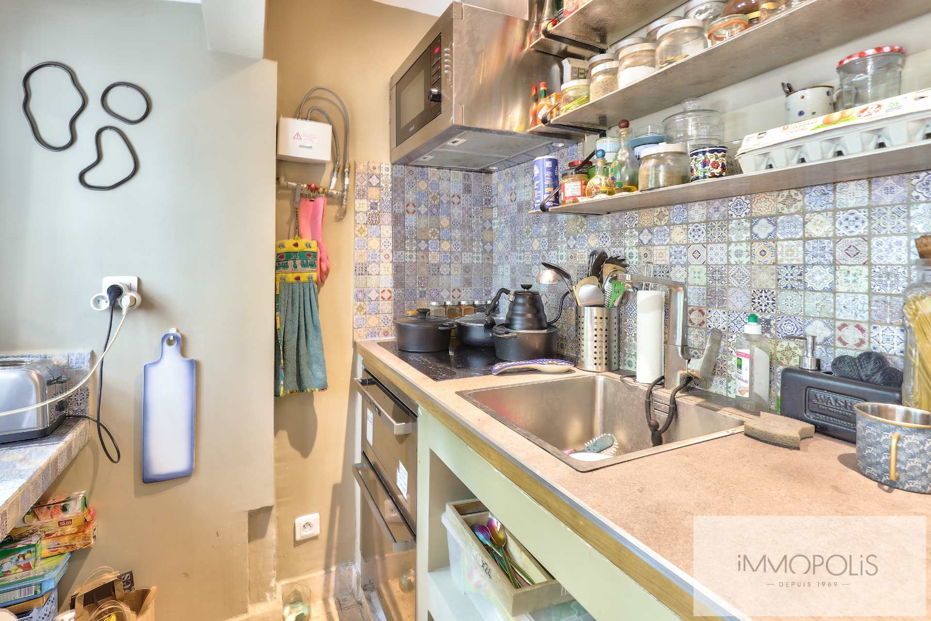 Montmartre, rue Gabrielle, beautiful 2 rooms completely renovated with stones, bricks and exposed beams: like a house! 6