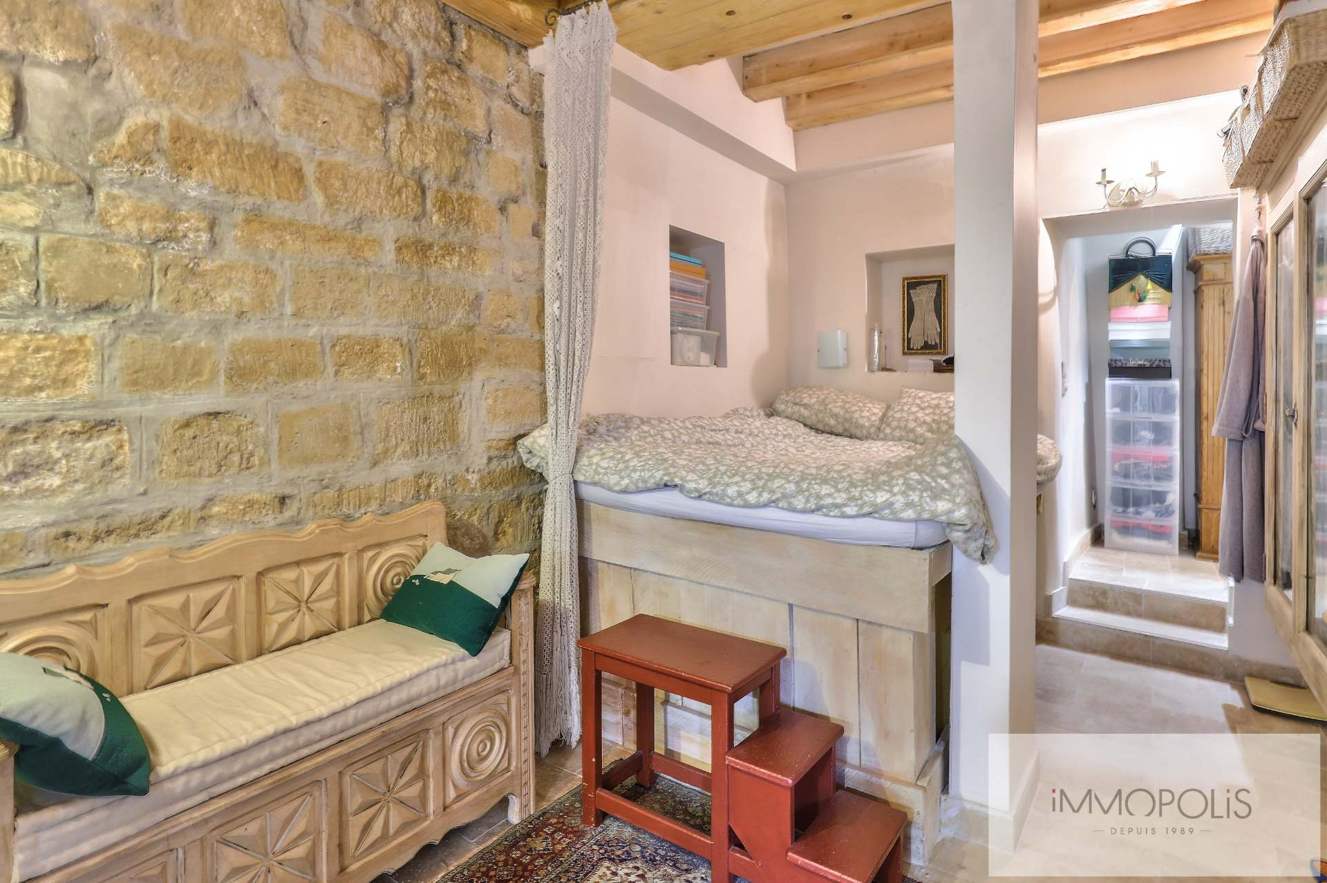 Montmartre, rue Gabrielle, beautiful 2 rooms completely renovated with stones, bricks and exposed beams: like a house! 7