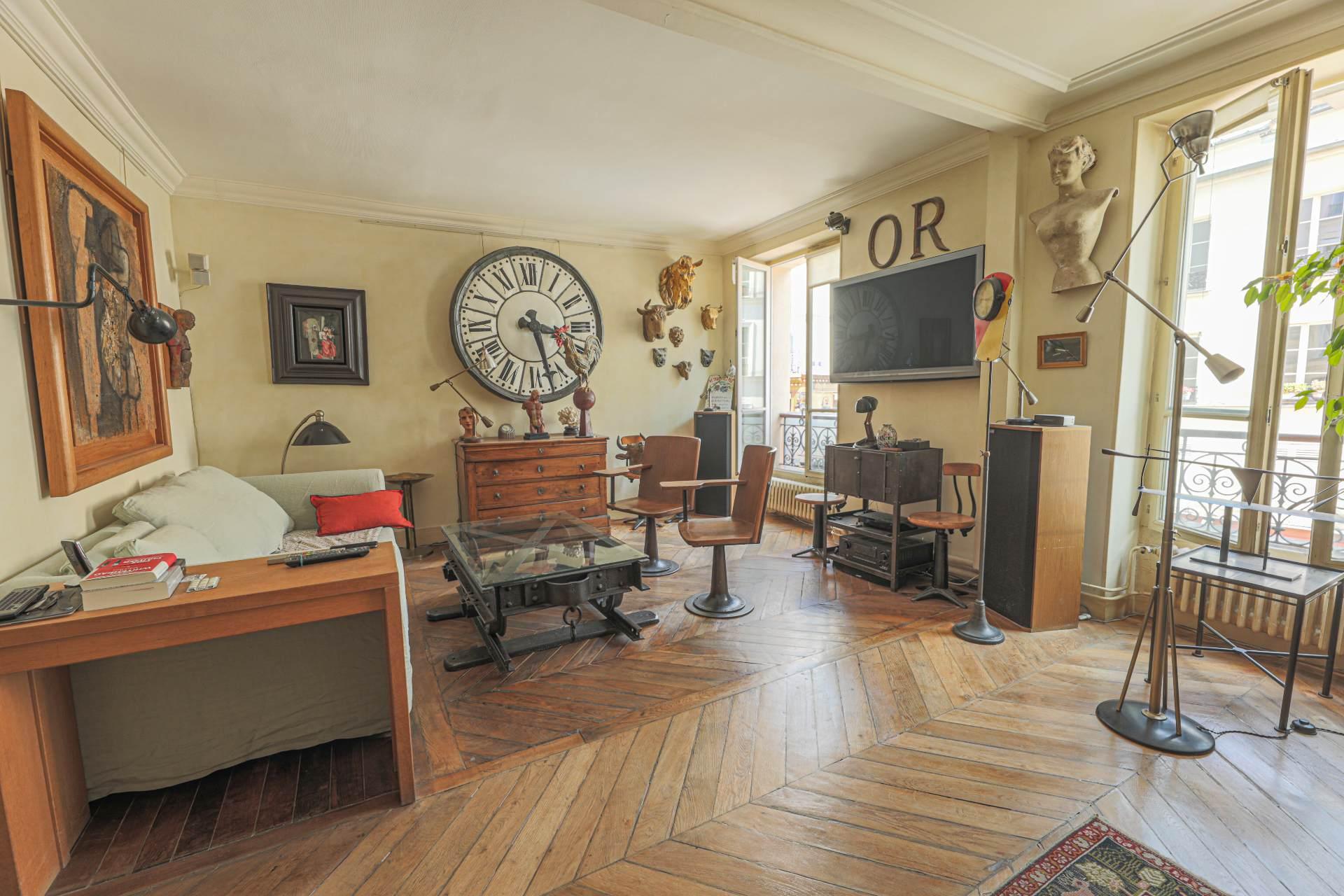 Deux pièces à Montmartre (rue Ravignan) en duplex 1