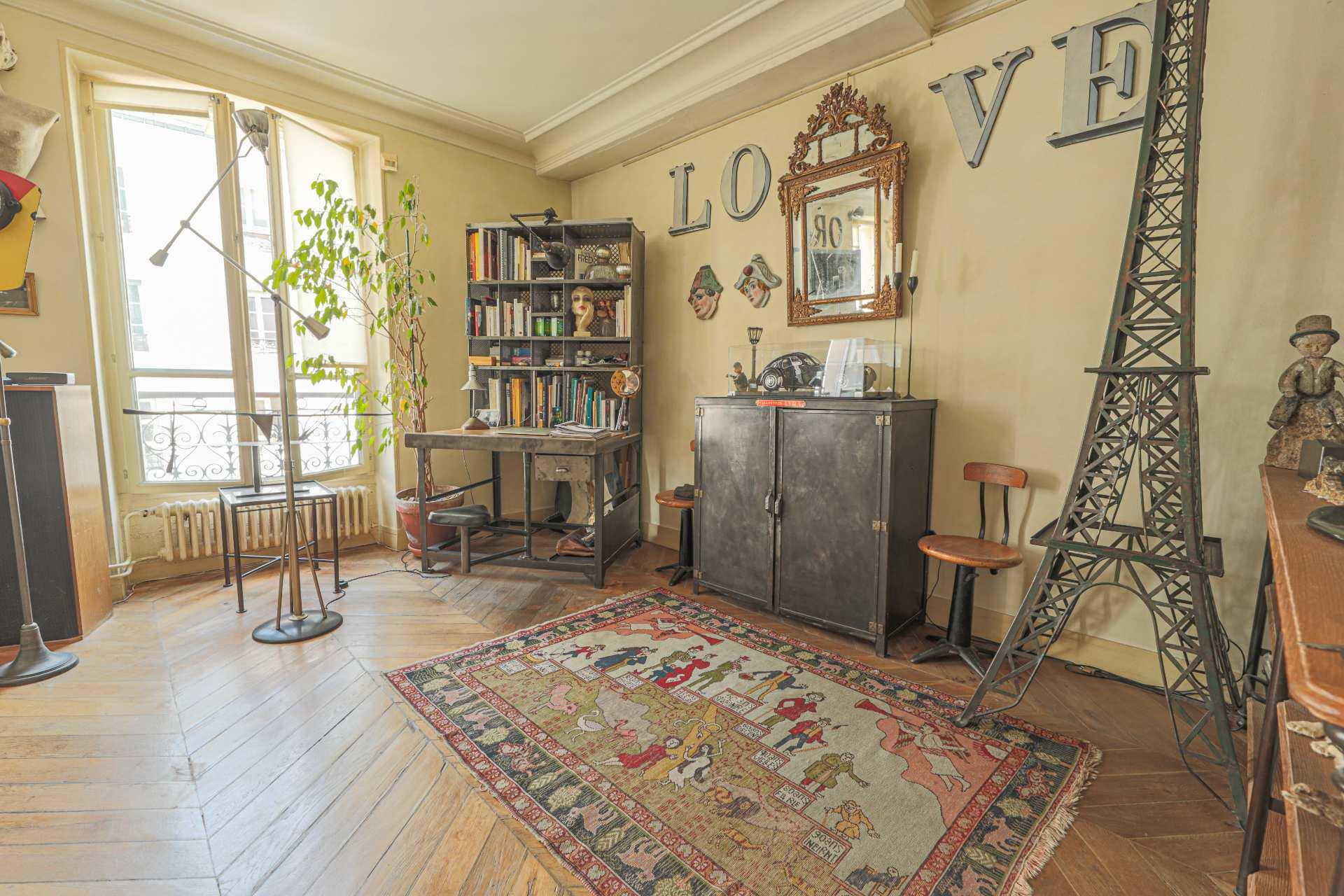 Deux pièces à Montmartre (rue Ravignan) en duplex 4