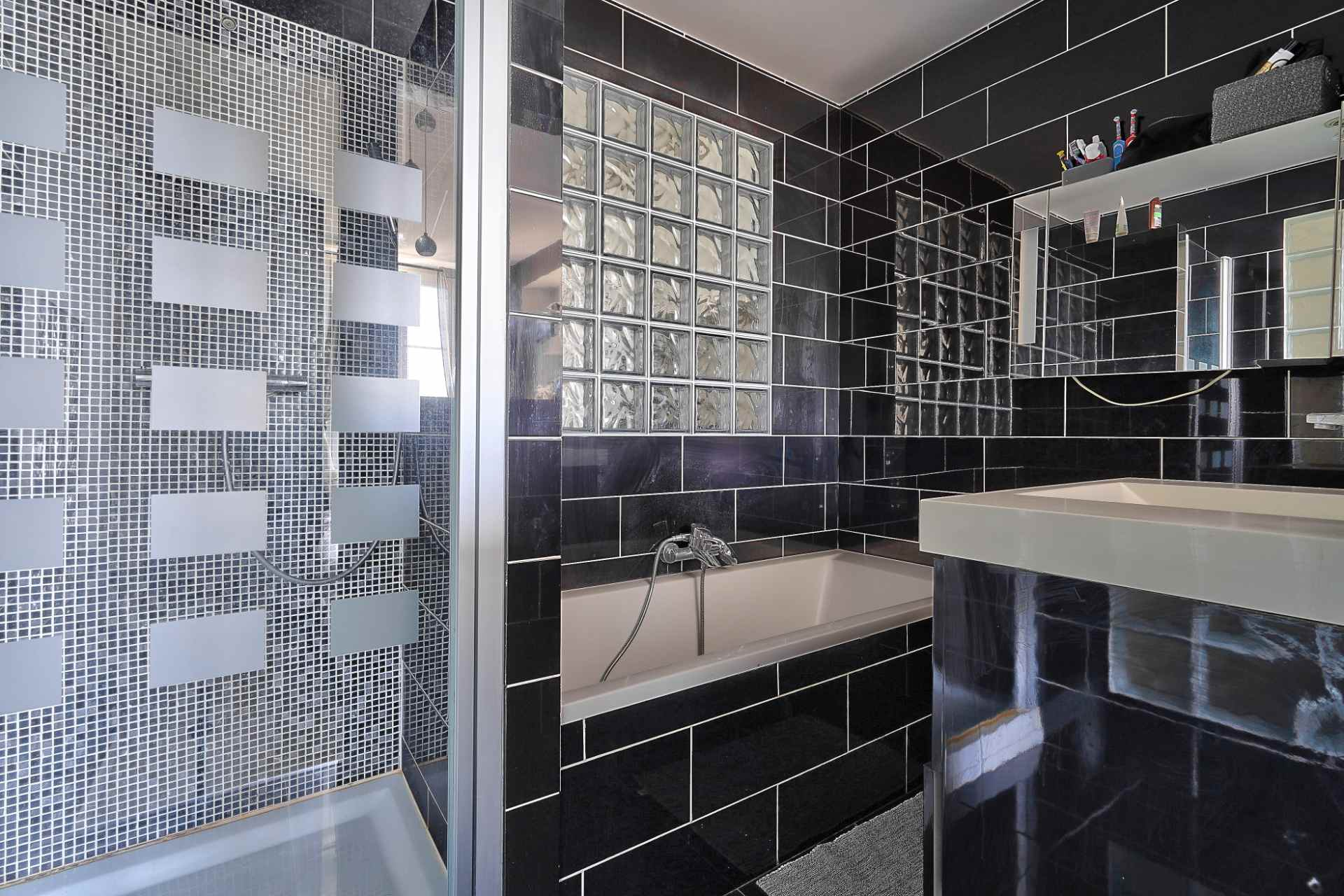 Exclusive rue des Abbesses A beautiful two rooms of 64 m2 8