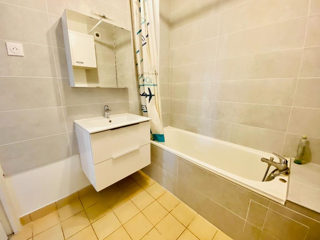 Apartment st denis – 1 room (s) – 31 m2 5