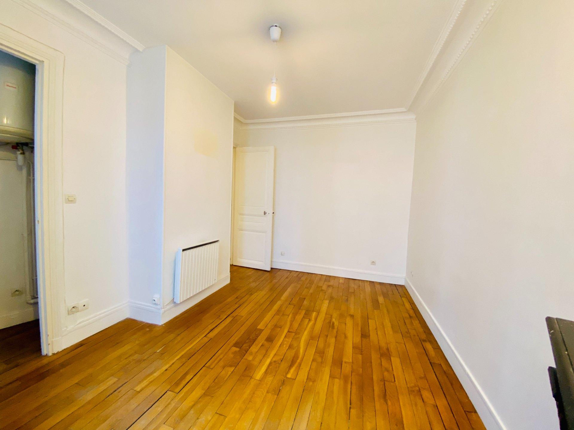 Apartment PARIS 18 – 2 room (s) – 37 m2 6