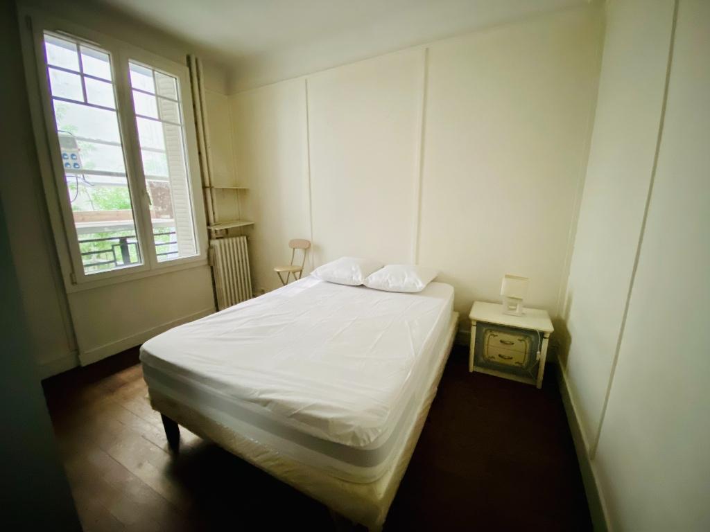 Paris 18 – Street Chappe – 2 Pieces Furniture 5