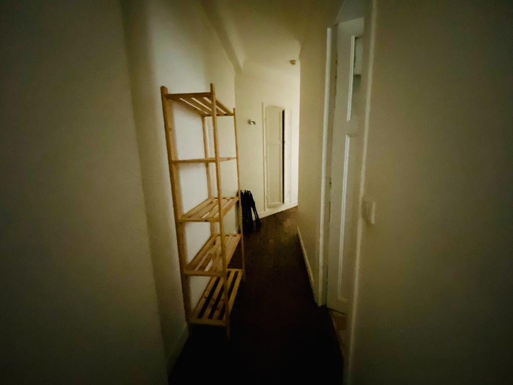 Paris 18 – Street Chappe – 2 Pieces Furniture 7