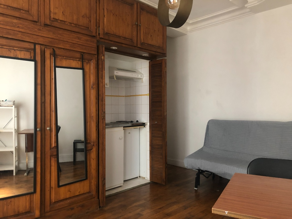 STUDIO 21 m² – PARIS 18E – RUE COYSEVOX 1