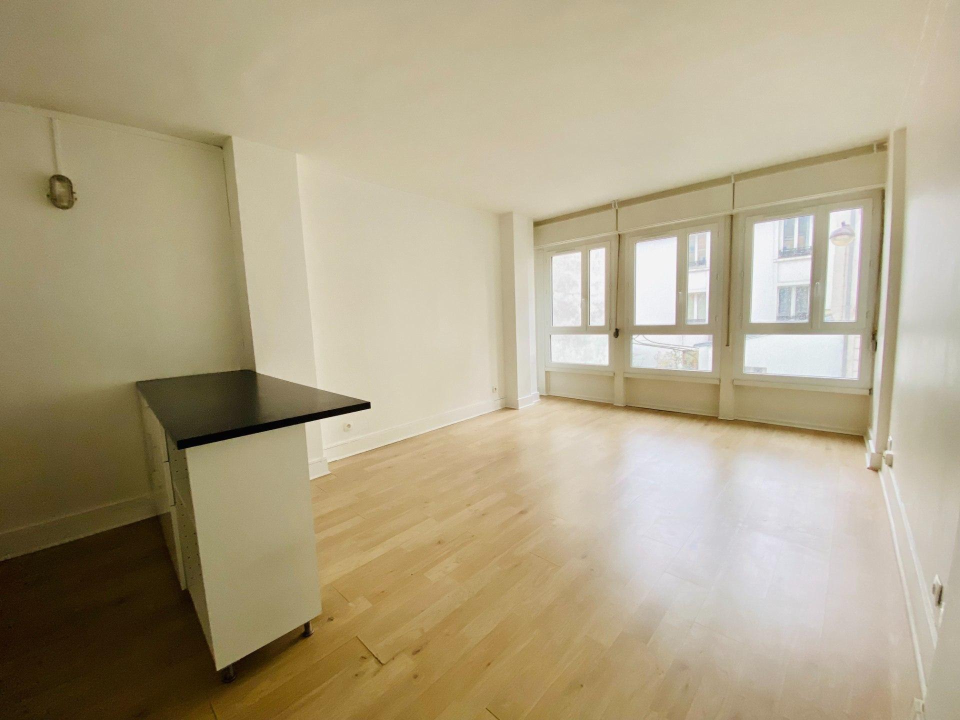 Appartement PARIS 18 – 1 pièce(s) – 30 m2 1