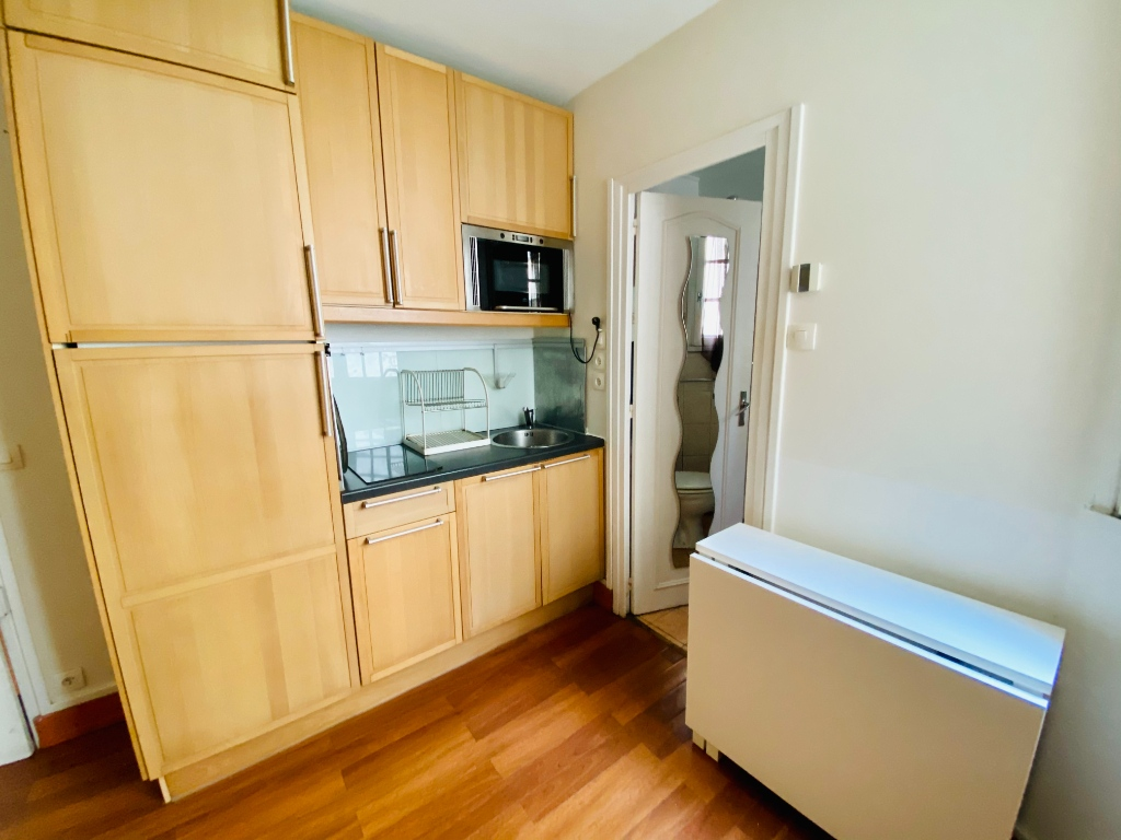 In the heart of Abbesses- Studio 15 m² 3